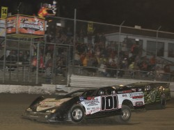 Casey Roberts edges out Scott Bloomquist for the win!