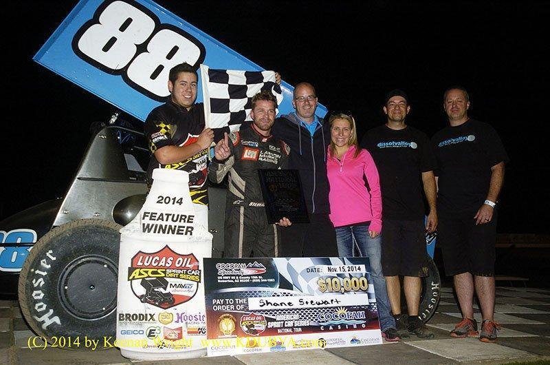 Shane Stewart picked up $10,000 with the Lucas Oil ASCS at the Cocopah Speedway, topping the series season finale. (ASCS / Keenan Wright)
